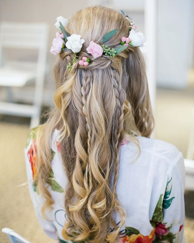 Who says you can't have it all?! #braids #curls #flowers #kenraprofessional #kenra #kenra25 #kenrastylist #behindthechair #bayareabride #eastbaybride #mua #bhldn #marinartandgardencenter #marinbride