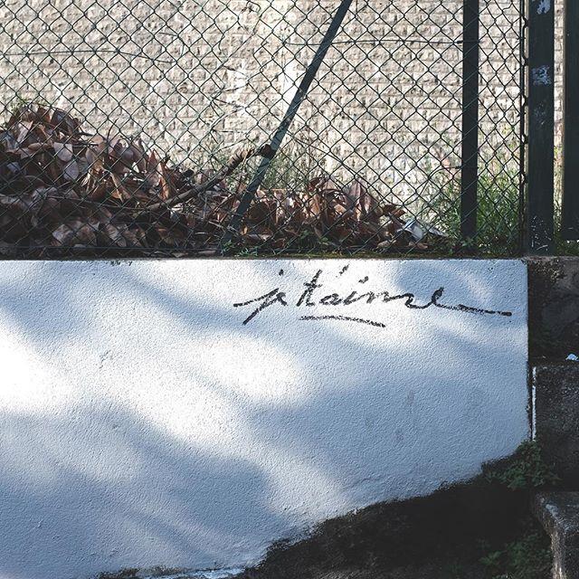 Je t'aime... #streetart #street #wall #city #grafitti #tag #x100t #fujifilm #streetartlyon #urbanart #wander #explore #lyon #ilovelyon #monlyon #igerslyon #france🇫🇷 #streetlight #shadows #urbanwalls #streetartistry #streetarteverywhere #SPI_Light #villedelyon