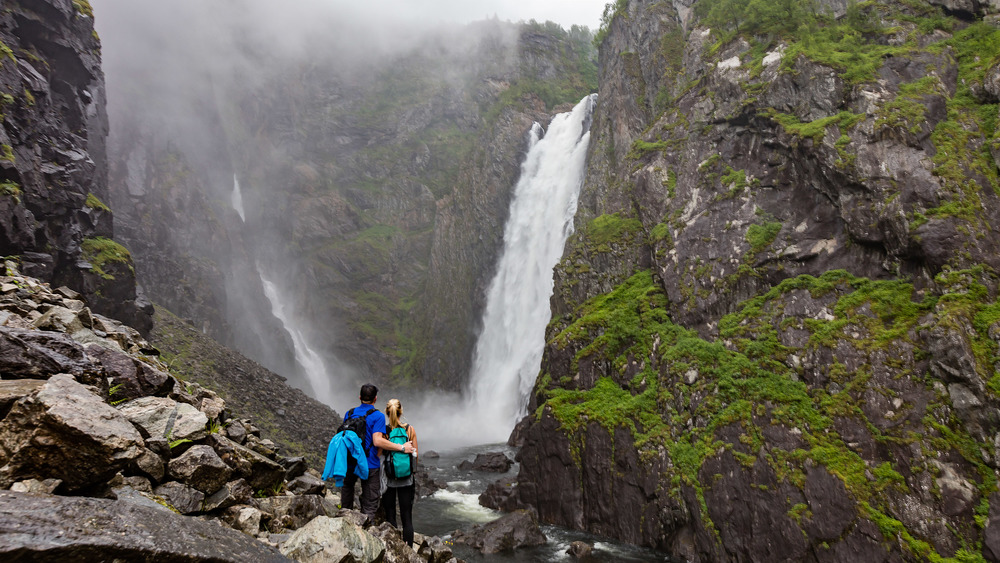 Hiking to one of the most beautiful waterfalls in Norway, Vøringsfossen.
