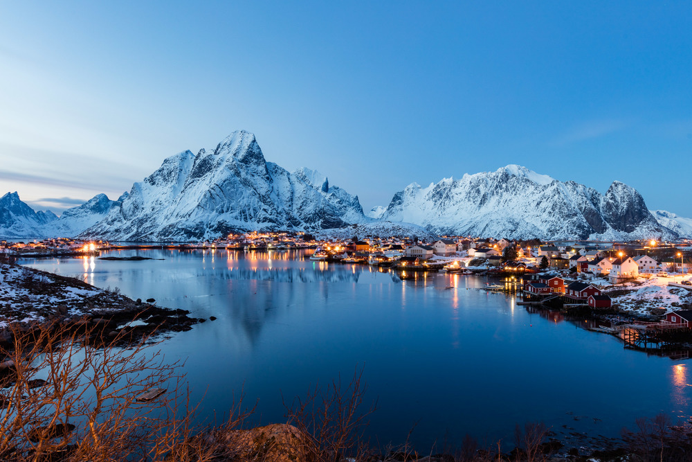 Reine, Lofoten. This is a famous place in Lofoten, and is attractive to tourists all year. In February you will be accompanied by photographers from all over the world.