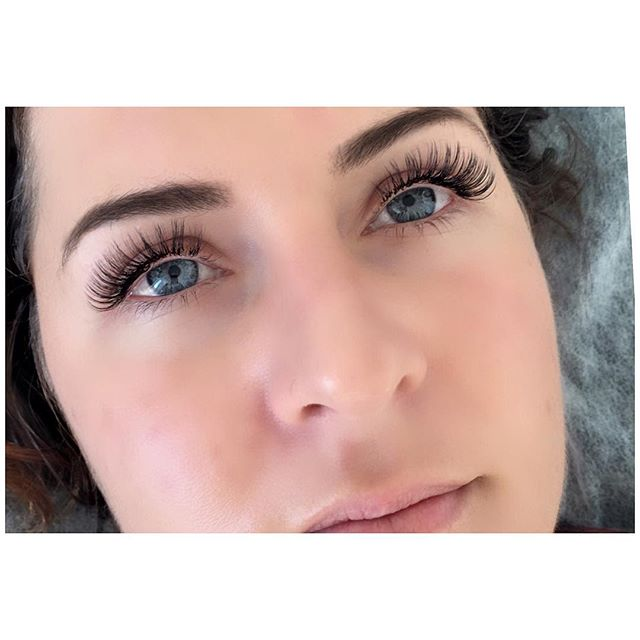 Late Birthday shout out to this beautiful human! @emilykatecooper 💕#russianvolume #ccurl #lashes #bondilashes #eyelashes #bondibeauty #prettygirls #prettyeyes #bosschick #lashextensions