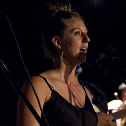 MARILYN MOEDINGER, TINWHISTLE, VOCALS
