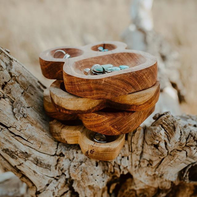 Did you know if you sign up for our email list you can get 10% off your next purchase. That's right babes a discount on these beautiful hand carved wooden Jewelry Dishes. So head to our webpage where you can sign up and we will periodically email special promo codes to you! 📷 @indiancreative.co
