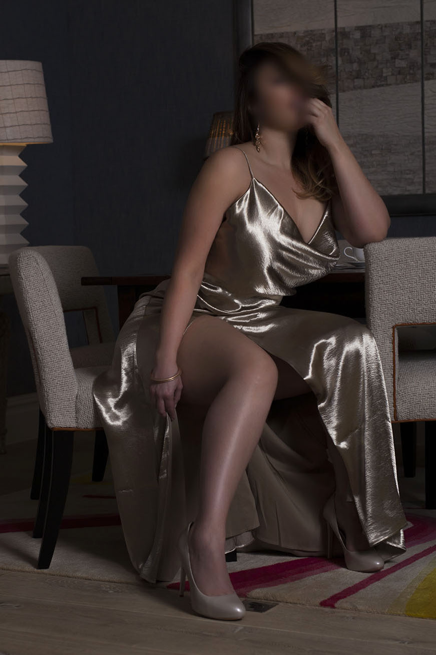 Curvy Luxury High-Class Elite British Escort | Luxury Tall Thick Ass BBW Companion & Courtesan in London; NYC; Dubai & Paris | Busty Phat Mistress for all your BDSM Dominatrix desires | Submissive Feedee Spanking PAWG Whooty Twerking Fat Big Bottomed Goddess