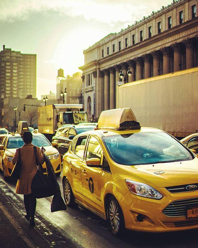 The streets are watching //// #justgoshoot  #jobyambassadors  #jobyinc  #lowprobags #murderdotcom #sunset #wethecreators #instadaily #sonyAlpha #beautifuldestinations #Beach #exploretocreate #LensDistortions #lifeofadventure #wanderlust  #hypebeast  #hslife #hsdailyfeature #outside_project  #lifeofadventure #streetphotography #exploretocreate  #Manhattan #igmasters #500px #livefolk #streetdreamsmag  #sonyimages #artofvisuals #thecreatorclass