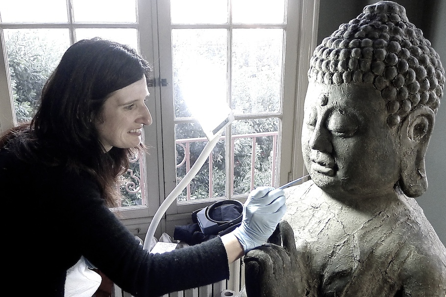 Rowan Geiger with a 10th century Buddha from the Song-Yuan Dynasty