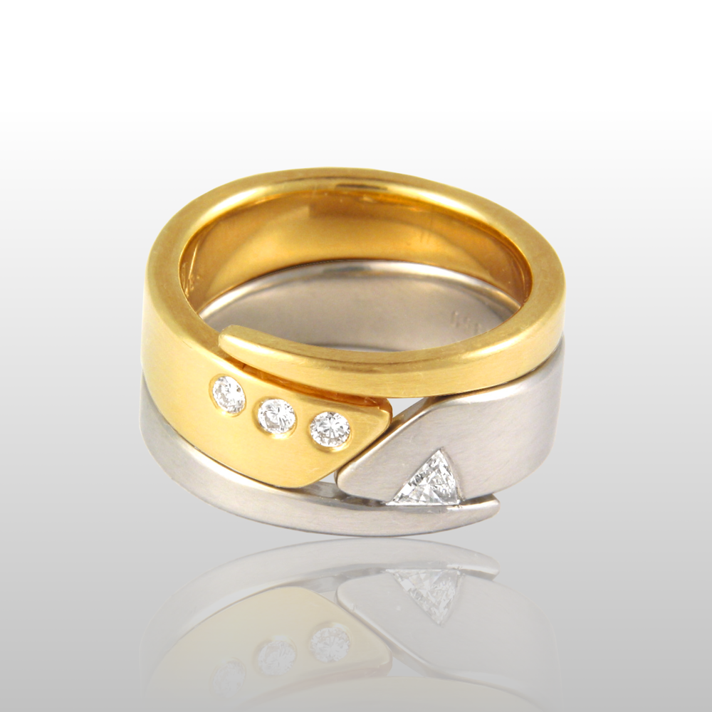 Contemporary wedding band set 'Duo' in platinum and 18k gold with diamonds by Pratima Design Fine Art Jewelry
