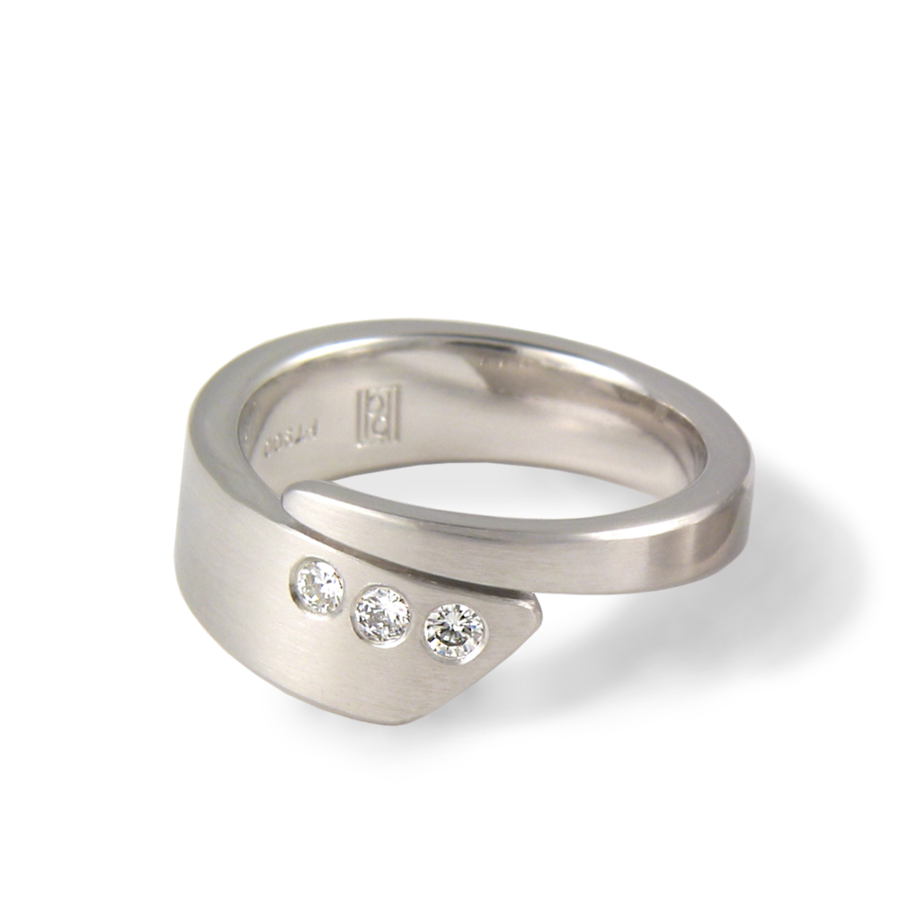 Contemporary engagement ring/wedding band 'Duo' in platinum with 3 diamonds by Pratima Design Fine Art Jewelry