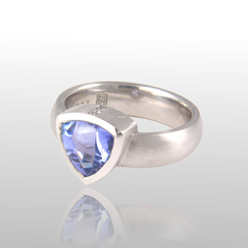 Contemporary Tanzanite Ring in Platinum with Diamonds from the 'Spectrum' Collection by Pratima Design Fine Art Jewelry