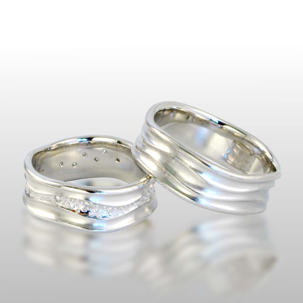 Contemporary wedding band set -his and hers- 'Stardust' in platinum with diamonds by Pratima Design Fine Art Jewelry