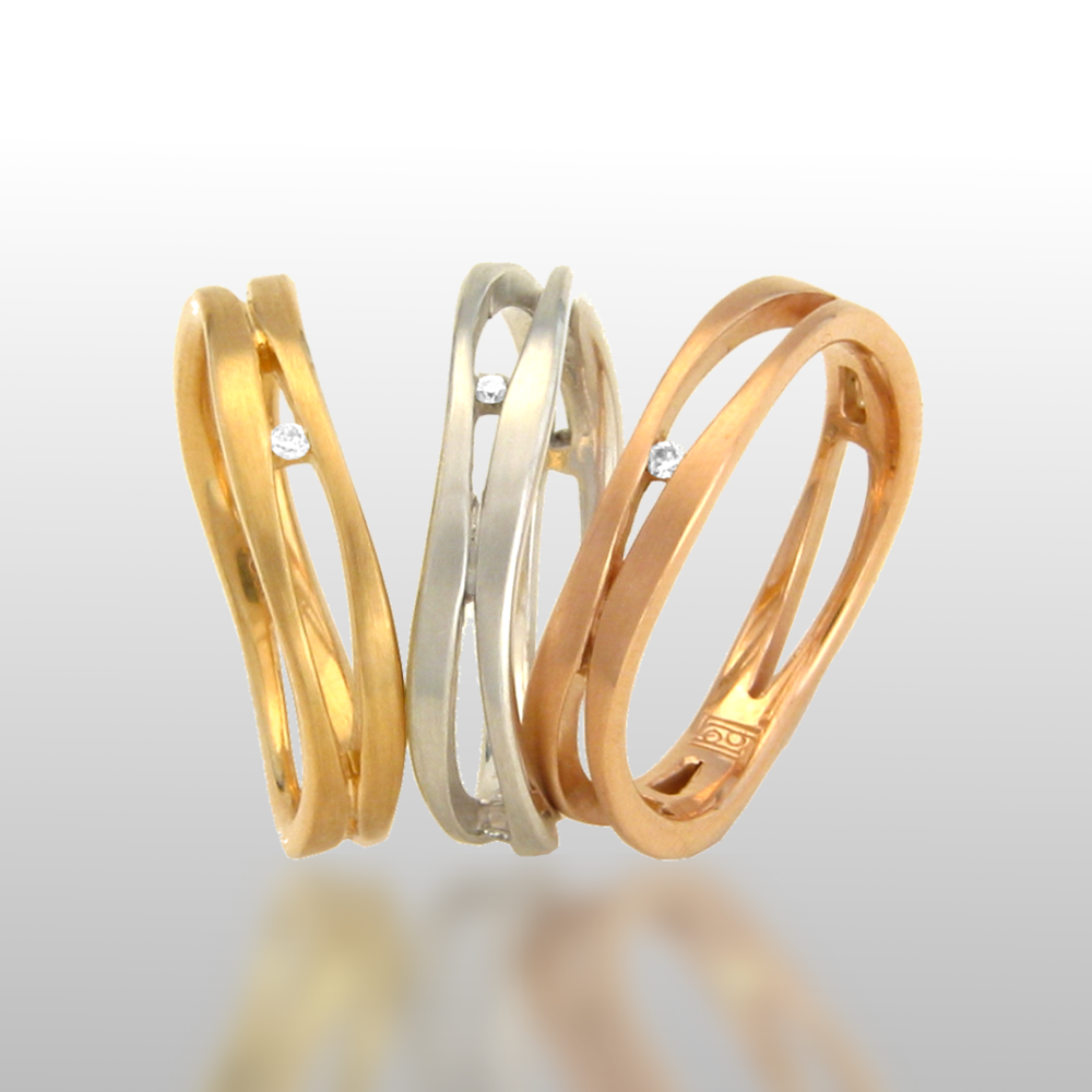 18k gold tri-color ring set with diamonds 'Lamello' by Pratima Design Fine Art Jewelry