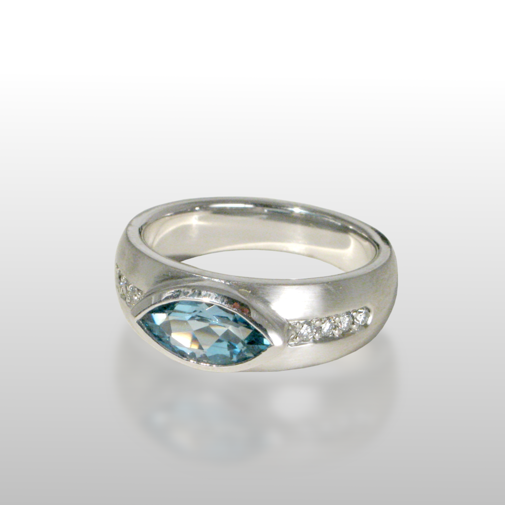 Aquamarine ring in 18k white gold with diamonds from the 'Spectrum' collection by Pratima Design Fine Art Jewelry