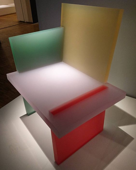 Resin chair by Wonmin Park Studio. Photo by @klarahorackova_glass.