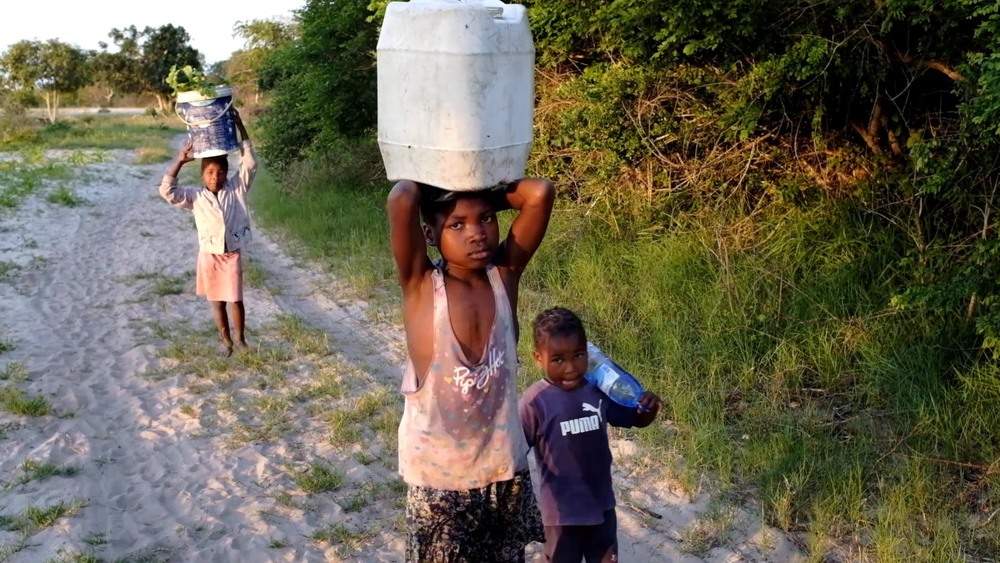 Kids hauling water-4.jpg