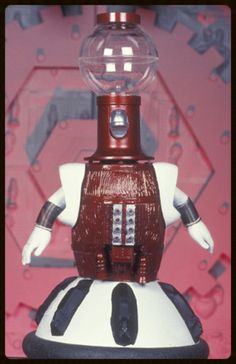 Tom Servo in all his glory.