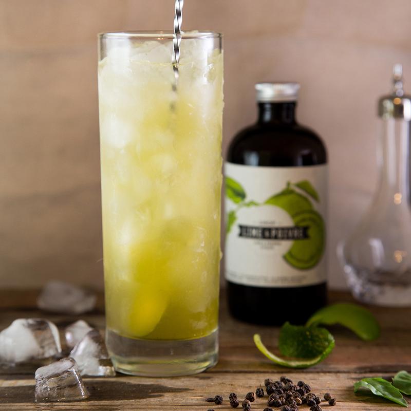 """LIMONADE-ISH   1 oz vodka  3/4 oz sirop fraise & sichuan  1/2 oz jus de lime  Soda  4 feuilles de basilic  . . .  Dans un """"shaker"""", mélanger le tout avec de la glace.passer dans un verre, toper avec du soda.  . . . . . . . . . . . . . . . . . . . . . . . . . . . . . . . . . . . . . . . . . . . . . . . . .   SIROP LIME POIVRE    1 1/2 oz sirop lime et poivre  2 oz thé vert corsé, froid  Jus 1 lime  . . .  Verser sur glace dans un verre de type highball et remplir avec l'eau. Garnir d'1 tranche de lime, 2 pailles.  . . . . . . . . . . . . . . . . . . . . . . . . . . . . . . . . . . . . . . . . . . . . . . . . .   SIROP LIME POIVRE II   *Pour une version alcoolisée, ajouter 1 1/2 oz de vodka.  1/2 oz Sirop lime poivre  Jus 1/2 lime  1 tasse de petits fruits du Québec congelés.  . . .  Shaker tout les ingrédients sans rajouter de glaçons. Verser dans un verre de type highball préalablement refroidi. Allonger avec de l'eau minérale pétillante. Garnir d'1 bouquet de menthe, 2 pailles.  . . . . . . . . . . . . . . . . . . . . . . . . . . . . . . . . . . . . . . . . . . . . . . . . .   SIROP LIME POIVRE II   *Pour une version alcoolisée, rajouter 1 ó oz de mezcal  El Tinieblo.  1/2 oz Sirop lime poivre  1 lime en cubes  1 petit bouquet de coriandre  . . .  Dans un verre de type lowball, piler le sirop, les cubes de lime et la coriandre. Rajouter des glaçons et allonger avec de l'eau minérale gazéifiée. Garnir d'1 tranche de lime, 1 bouquet de coriandre.  . . . . . . . . . . . . . . . . . . . . . . . . . . . . . . . . . . . . . . . . . . . . . . . . .   DIRTY SOUTH   1/2 oz sirop lime et poivre  1/2 oz jus de lime  1 trait bitter de cardamome  1 1/2 oz eau de noix de coco  1 1/2 oz de rhum brun (pour une version alcoolisée)  . . .  Mélanger tous les ingrédients dans un """"shaker"""". Verser dans un verre old fashioned, garnir d'une rondelle de lime. Pour un cocktail, ajouter 1 ó oz de rhum brun.  . . . . . . . . . . . . . . . . . . . . . . . . . . . . . . . . . . . . . . . . . . """