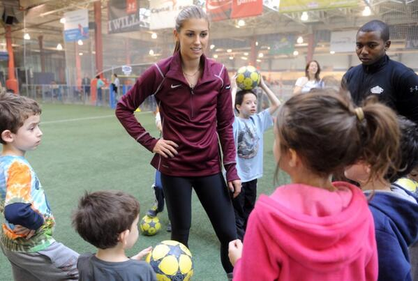 Alex Morgan USA 2.jpg