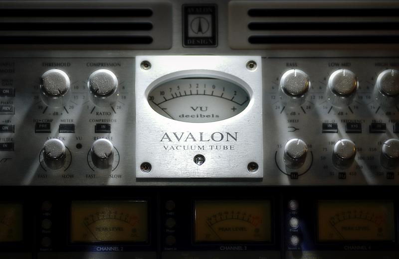 Avalon-737-2.jpg