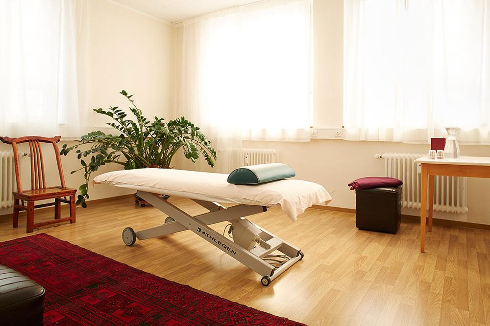 Behandlungsraum_Osteopathie_Physiotherapie_Homöopathie.jpg
