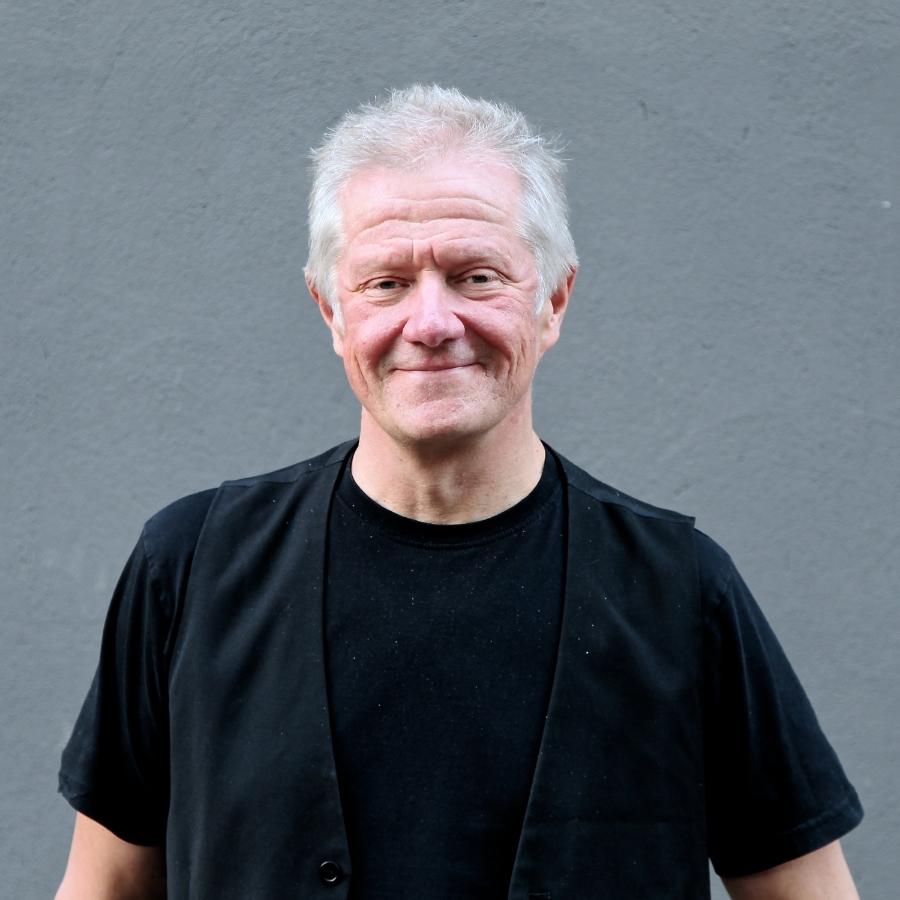 PEKKA RUUSKA  CEO, A&R  pekka@kent  .fi  / 0400 463 791   Pekka Ruuska  toimi 13 vuotta Warner Musicin tuotantopäällikkönä, kunnes perusti Kaiku Entertainmentin vuonna 2007. Pitkällä urallaan Pekka on löytänyt muun muassa  Maija Vilkkumaan ,  Samuli Putron , Juha Tapion ja  Johanna Kurkelan .