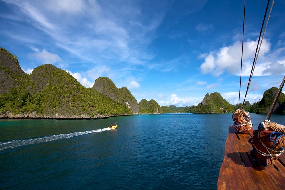 Tiger Blue anchored at Pulau Wayag Raja Ampat 3.jpg