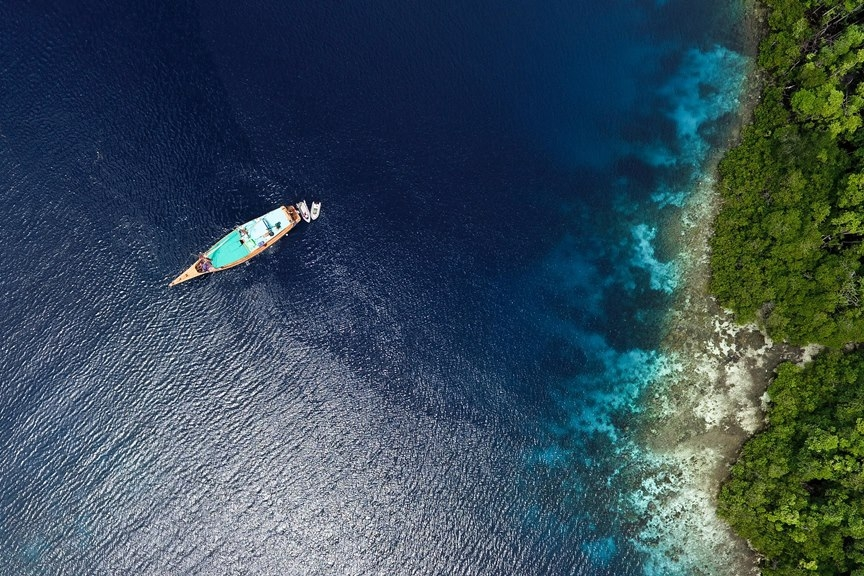Tiger Blue cruising private charter on raja ampat