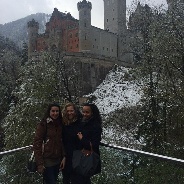Visiting king Ludwig in the Alpes 👸🏻👸🏼👸🏾 #germany #castle #neuswanstein