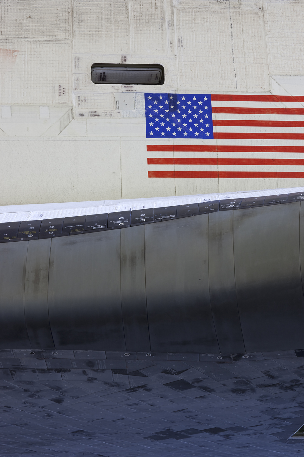 Fuselage Flag and Wing, Space Shuttle Discovery, VAB