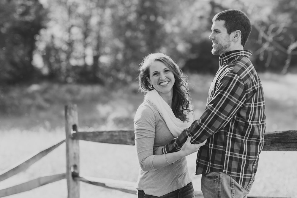 Valley Forge National Park Philly Scranton PA Fall Engagement Session Photos_JDP-4.jpg