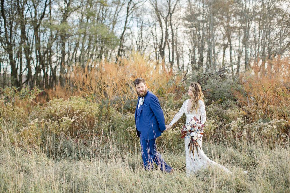 Romantic fall wedding at the Farm at Cottrell Lake
