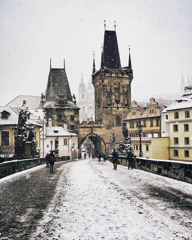 Sobota 17.3.2018, 8.30 ráno. - Saturday 17th of March, 8.30 am. - #prague #praguestagram #praguestagirl #charlesbridge #prag #praga #praha #czech #czechrepublic #czechgirl #czechboy #iglifecz #igerscz #igraczech #view #snow #architecture #architecturelovers #beautiful #beautifuldestinations #snowy #streetphotography #vsco #vscocam #travel #travelgram #travelstagram #instatravel #pragueworld