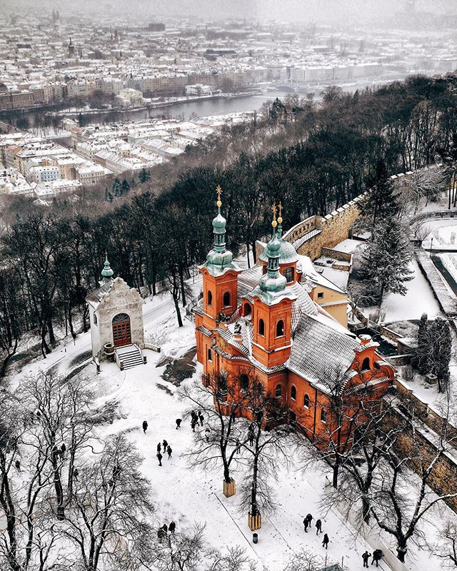 Mravenečci mají koulovačku🐜❄️🐜❄️🐜 - Ants are having a snowball fight🐜❄️🐜❄️🐜 - #prague #praguestagram #praguestagirl #praguegirl #prag #praga #praha #czech #czechrepublic #czechgirl #czechboy #iglifecz #igerscz #igraczech #view #snow #architecture #architecturelovers #beautiful #beautifuldestinations #snowy #streetphotography #vsco #vscocam #travel #travelgram #travelstagram #instatravel #pragueworld