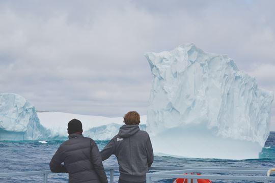 iceberg-watching-obriens-nl.jpg