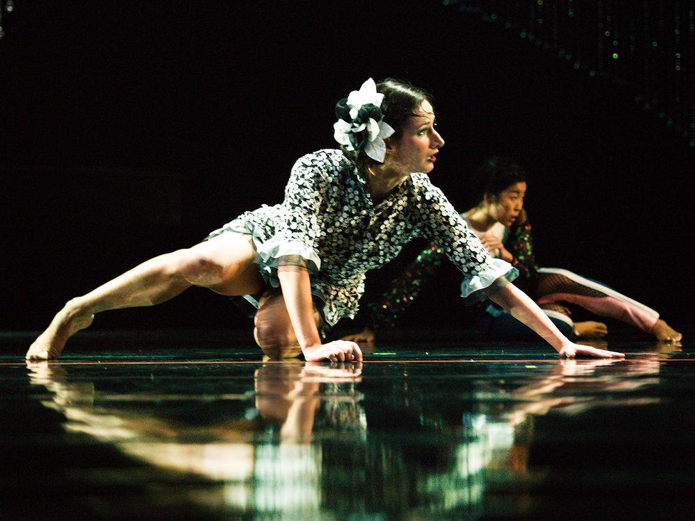 MUSIC FOR A WHILE  Artistic Direction  Mei Hong Lin  Dramaturgie  Katharina John