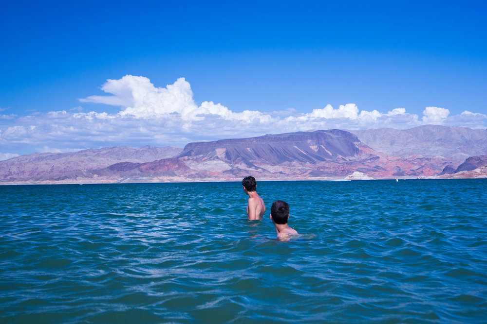 After crossing the CA-NV border we arrive at the waters of Lake Mead.