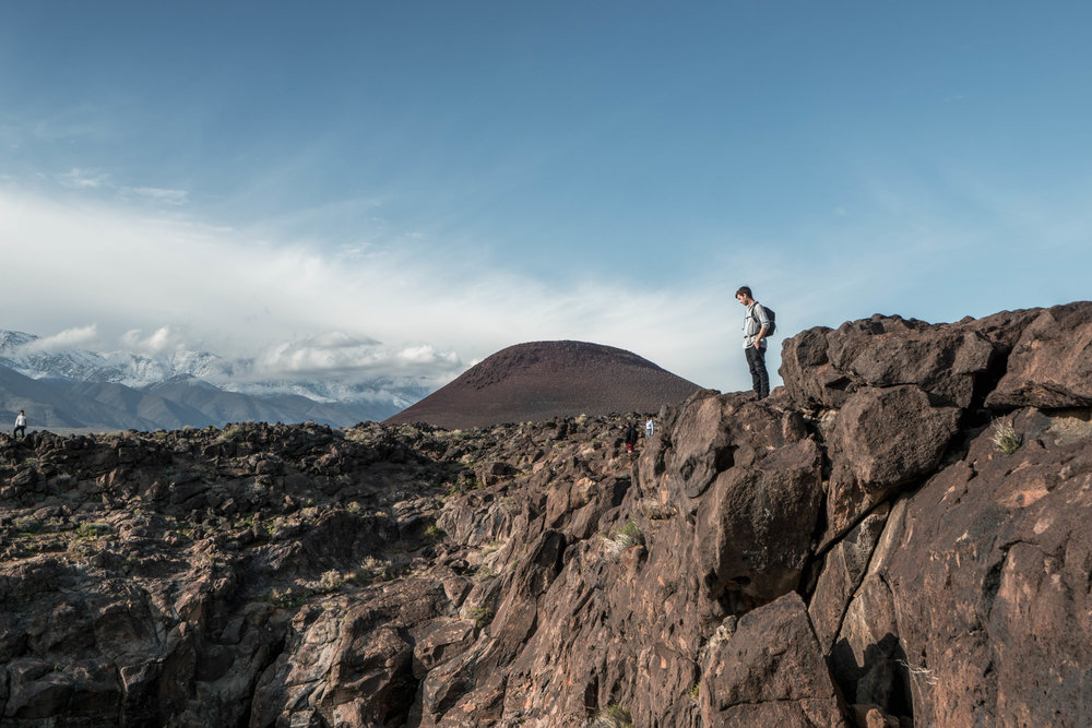 With a giant cinder cone looming behind, we look for a route to descend into the lava canyon.