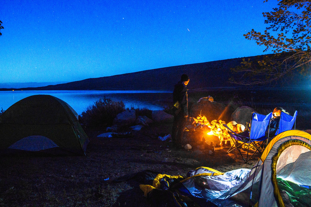 Exhausted after a full day of misadventuring, we wind down next to the a blazing campfire in the middle of Blue Hour. Since we forgot one of our tents, we had to sleep 3 people in a 1-person tent.