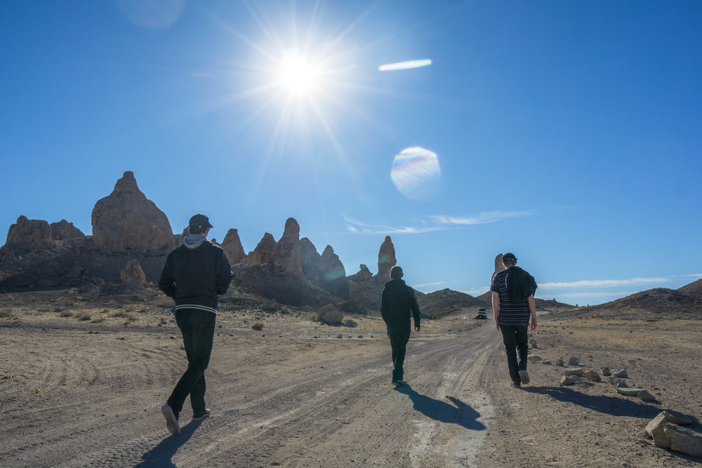 Strutting back to the car we saddle up & head over to a little-visited bouldering mecca in another slot of the Mojave.