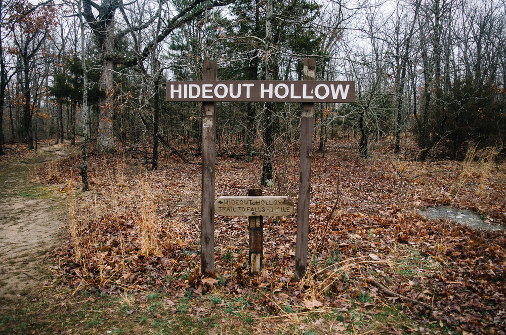 The trailhead for Hide Out Hollow.