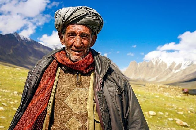 "Culture appreciation post: these beautiful photos of Afghanistan was taken by Mathew Krasten on his vacation in 2016. In the article Krasten says, ""It's far too easy to vilify or write-off an entire nation when you don't have to look those people in the eyes. People with the same hopes and dreams as you — to survive, find happiness, and provide for their families."" We find it inspiring for people to look at situations and contexts that are plagued with media and prejudices with an honest wide eyed perspective.  Full article in the bio. #iamaboatperson #afghanistan #culture #photography #holiday #perspective"