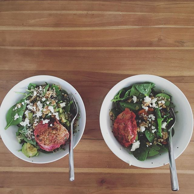 Twinning lunches! This was our lunch from yesterday. We generally have Wednesday lunch together and we love it. We had left over chicken, basil, coriander, beetroot and zucchini patties with a roast pumpkin salad. Lots of salads this week because I'm detoxing. Have survived 10 days no coffee and actually feeling pretty great 💪👊 #healthyisawayoflife Jx