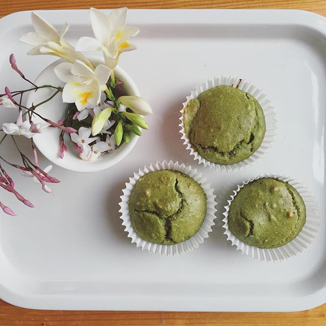 Spring is here 🌸 my favourite season! I really must just plant some jasmine in my garden and stop stealing while out walking 😁 Anyway this morning we baked and these were so easy (and delicious)! Naked Spinach Muffins 🌿 from @mums_bubs_nutritionist head to Shannon's insta page where you will find so many fun recipes for kids and grownups! Kx #healthyisawayoflife