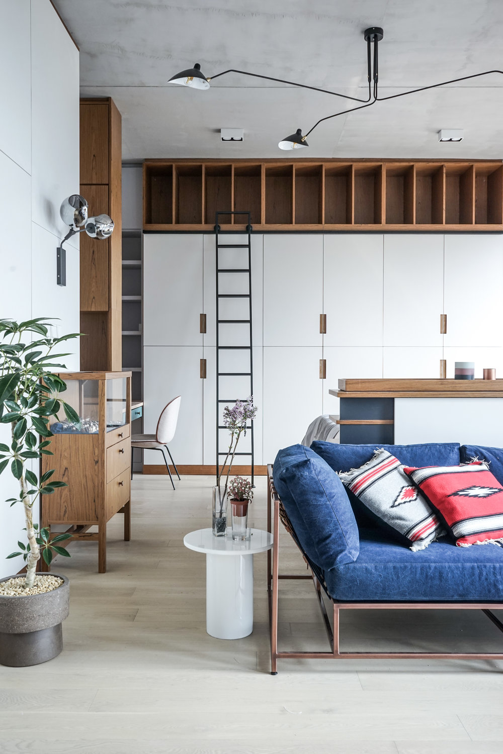 A special cross sectioned column is placed in the back of the sofa near exterior wall not only paying a tribute to the signature column of mies van der