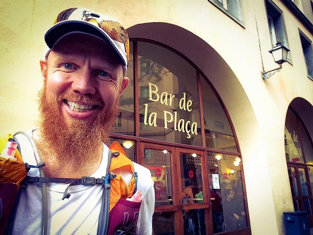 Lunchpaus på Bar de la Placa vid Monestir de Montserrat.
