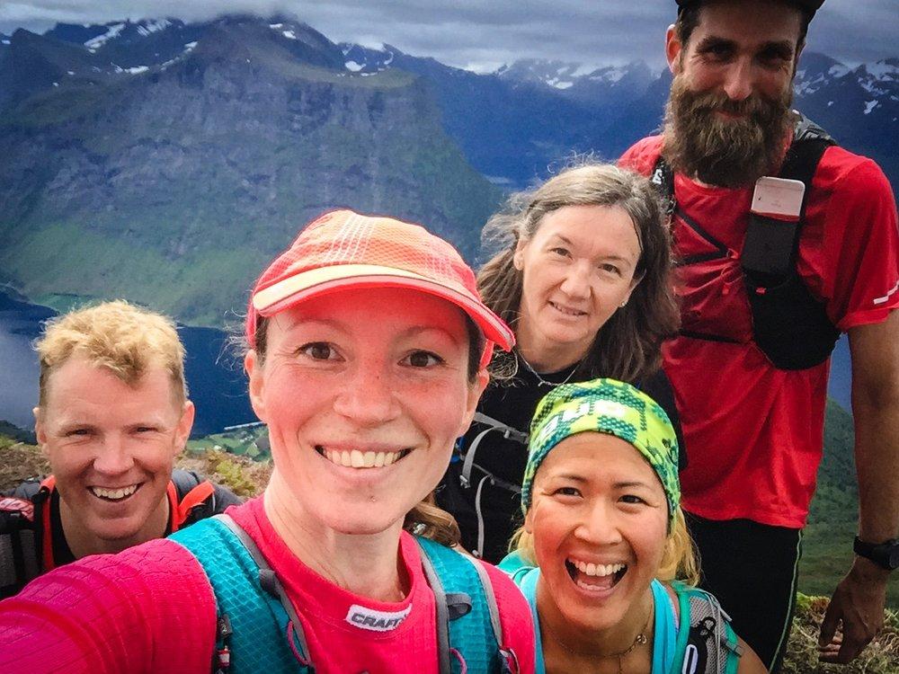 Sen drällde vi in ett helt gäng på toppen: Ellen, Jakob och Ulrika.