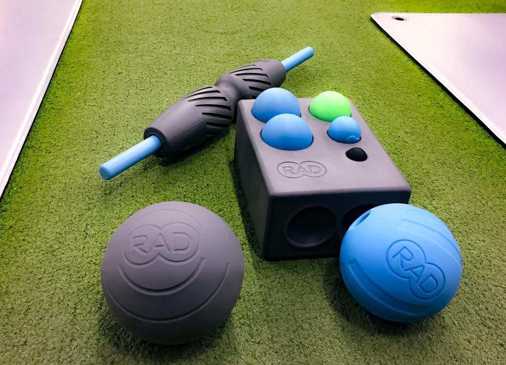 RAD Roller, RAD Helix, RAD Rod,RAD Centre, RAD Rounds, RAD Atom och den superpraktiska RAD Block som går att använda både för att komma åt bättre vid massagen och som förvaring!