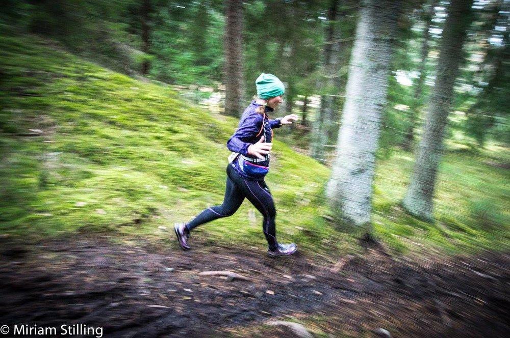 Och Ellen får springa fort utför!Foto Miriam Stilling.