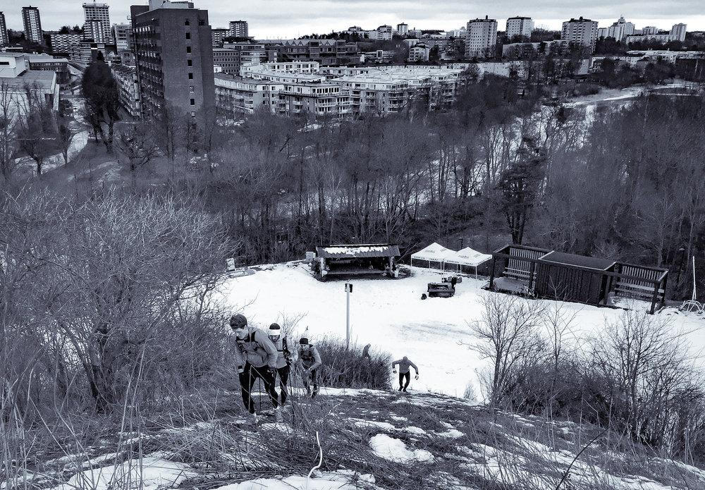 Banan följde till stora delar Hammarby Alpins bansträckning. Alla hade inte dubbade skor och därför fick vissa använda rep för att komma uppför de allra brantaste stigningarna.