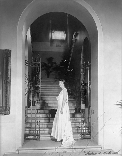 grand-stair-c1937-eleanor-roosevelt.jpg.647x0_q100.jpg