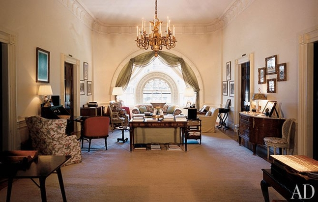 item03.rendition.slideshowHorizontal.white-house-03-west-sitting-hall-kennedy.jpg.647x0_q100.jpg